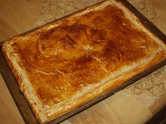 Пирог с капустой и мясом из слоеного теста рецепт с